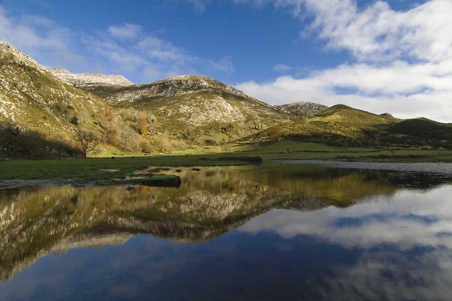 Lago de la Llosa de Viango- Hoteles en Llanes